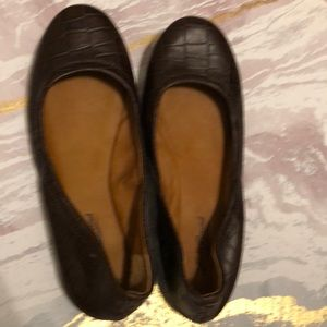 Lucky Brand Brown Leather Textured Flat